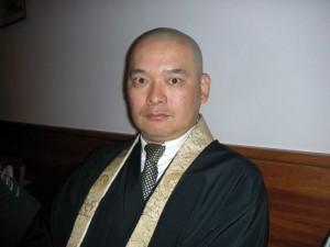 Además de guionista de manga, Issei Eifuku es sacerdote budista